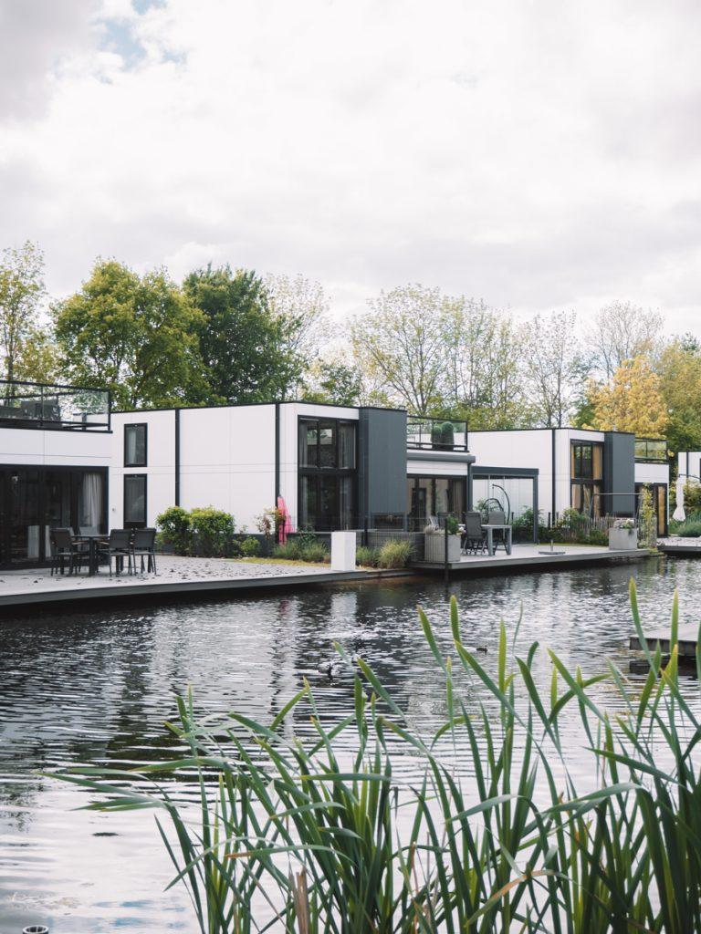 De cube woningen op het vakantiepark aan het Veluwemeer