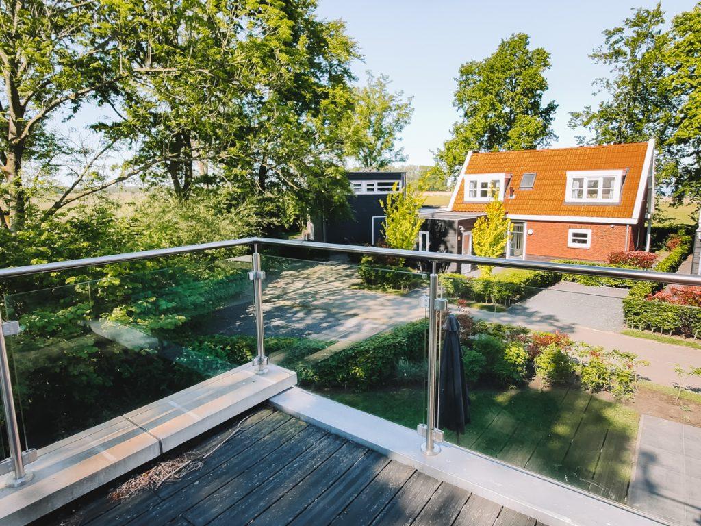 Het dakterras van de beekvilla op het vakantiepark aan het Veluwemeer