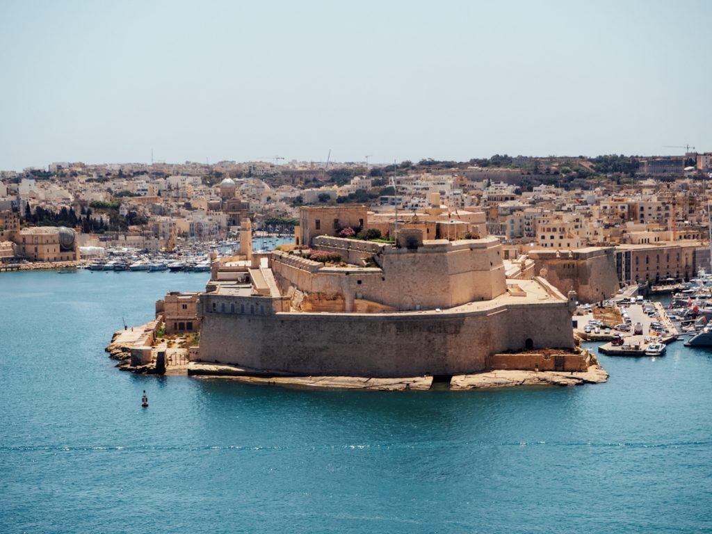 Een prachtig uitzicht op het fort buiten het centrum van Valletta