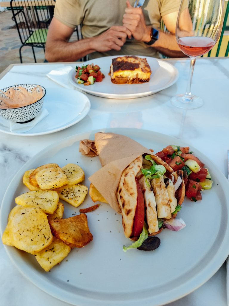 Pita halloumi bij Olive Lounge Bar & Restaurant