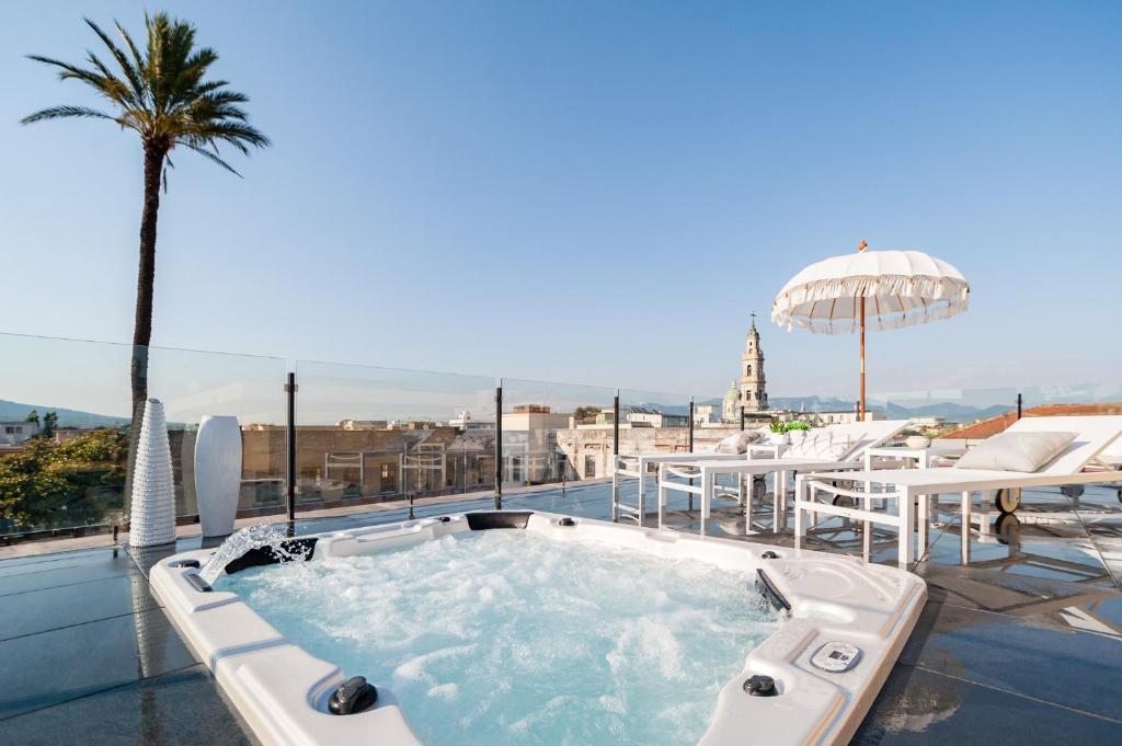 Een jacuzzi op het dakterras van het hotel nabij Pompeii