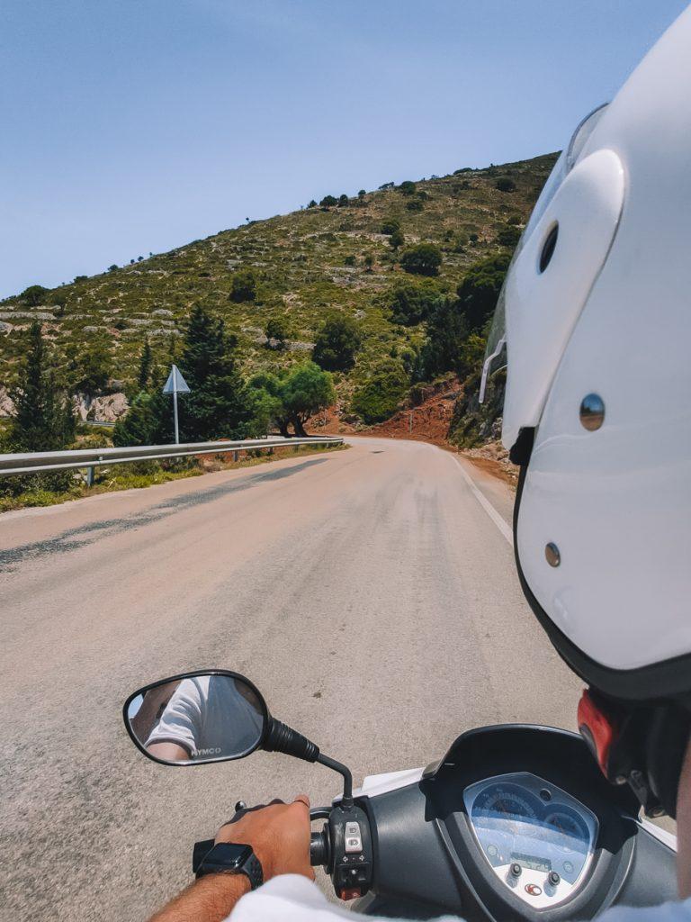 Scooter rijden op Kefalonia om alle bezienswaardigheden te ontdekken