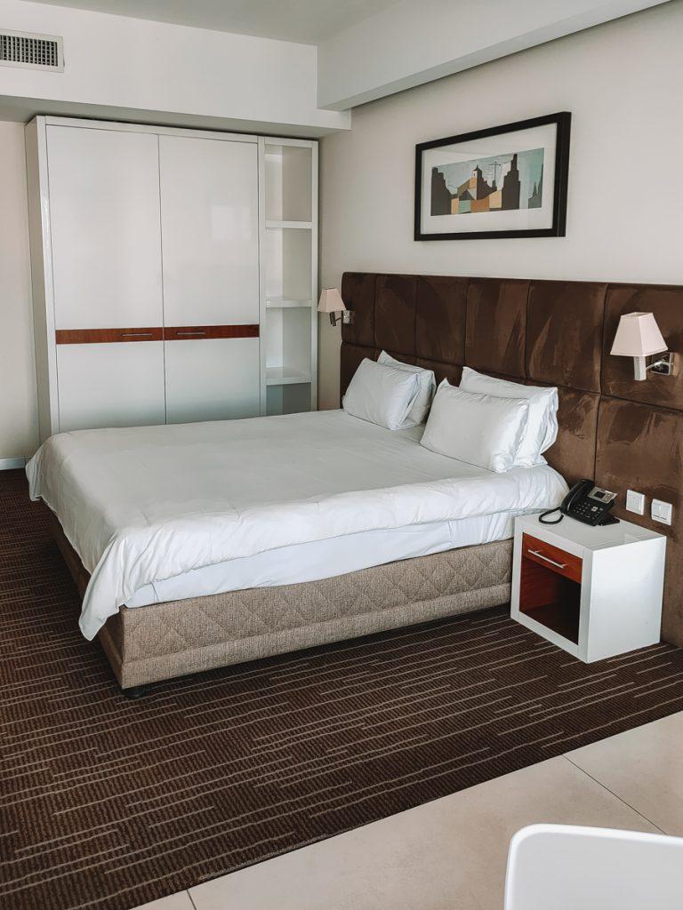 De hotelkamer van The George in St. Julians