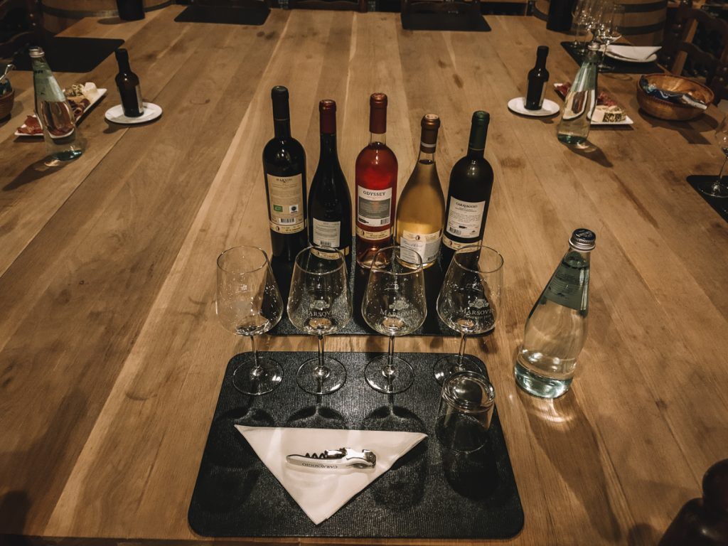 Verschillende wijnen tijdens een proeverij