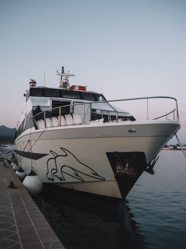 De boot van Zakynthos naar Kefalonia