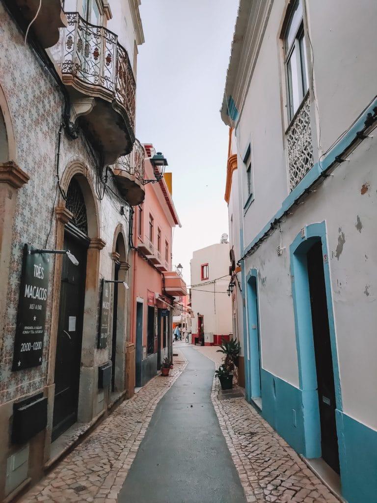 Het prachtige straatje van Ferragudo