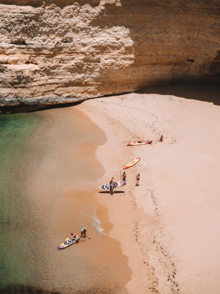 Uitzicht op een prachtig strand van de Algarve
