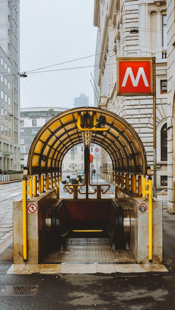 Een metrostation in Milaan