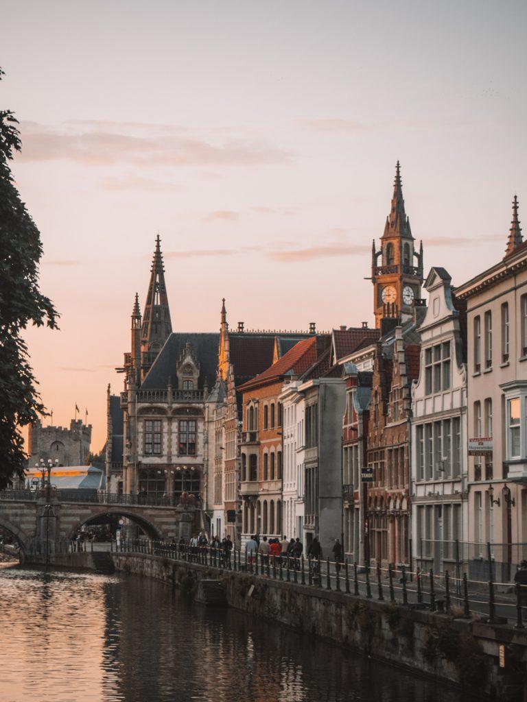 Een van de leukste tips voor Gent is struinen door het oude centrum