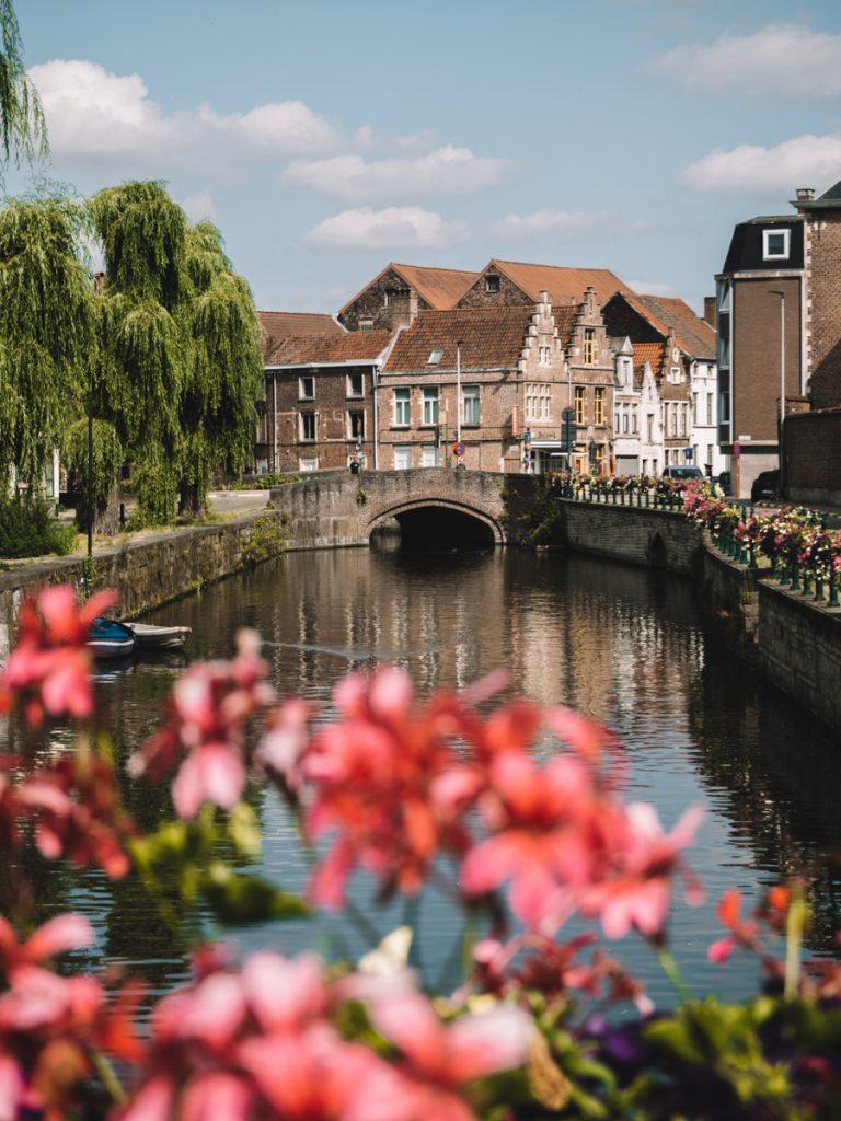 Een fietstocht maken is een van de leukste tips voor Gent