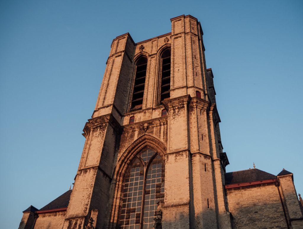 Golden hour op de kathedraal