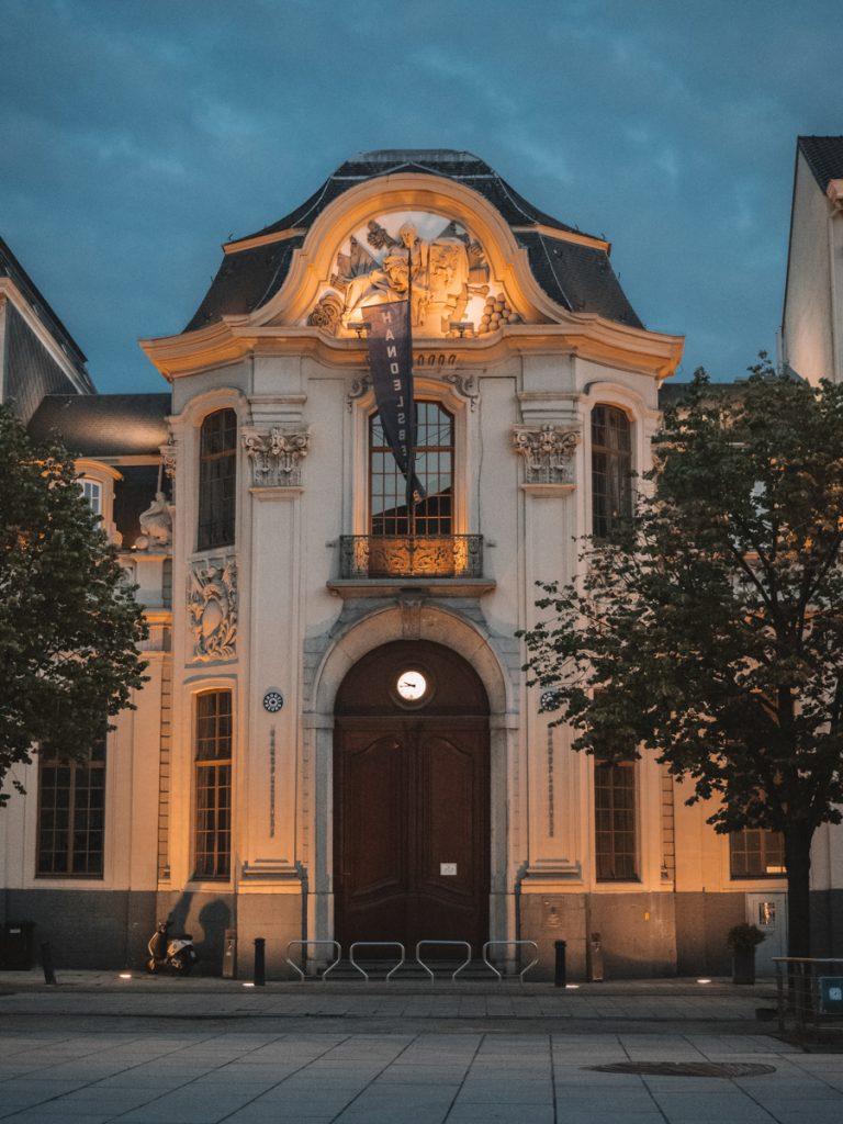 Wat leuk is om te doen tijdens een stedentrip Gent is het volgen van de lichtwandeling