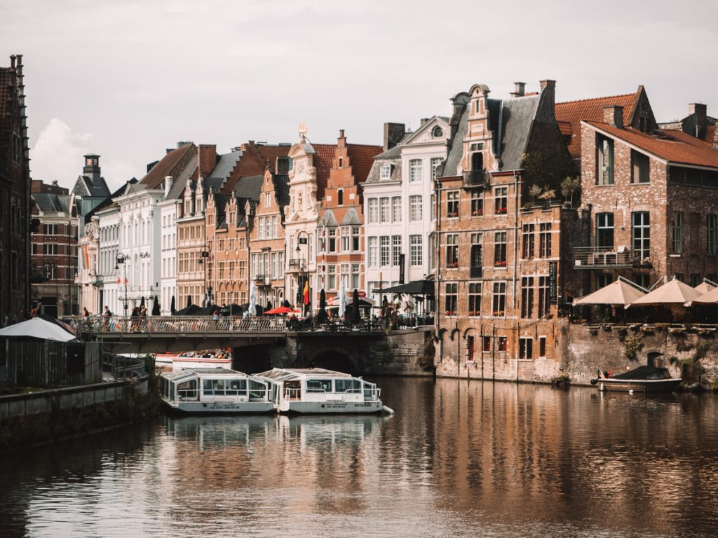 Een rondvaart maken door Gent